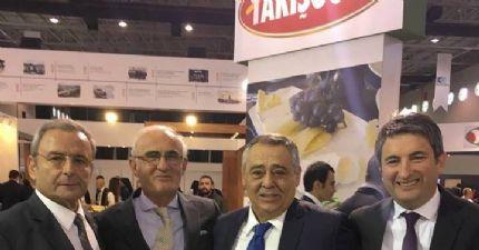 Sayın Şahin ve Sayın Yılmaz 'a Takışoğlu 'nun Leziz Ürünleri İkram Edildi.