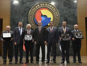 Yönetim Kurulu Başkanımız Sinan Çakır Hizmet Şeref Belgesi ve Plaketi ile Onurlandırıldı....